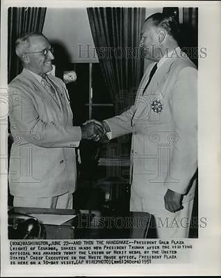 1951 Wire Photo President Harry Truman, shakes hands with President Galo Plaza.