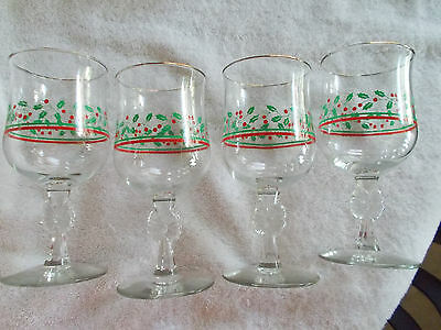 Set Of 4 Arby Beverage Wine Glasses With Bow Stems Holly and Berries Gold Rim