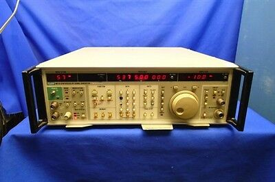 FLUKE 6071A SYNTHESIZED RF SIGNAL GENERATOR w/OPT 570 & 870