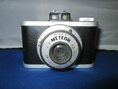 Vintage METEOR camera and leather case