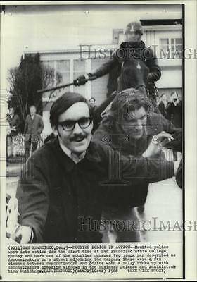 1968 Press Photo Police Chasing Demonstrators at San Francisco State College