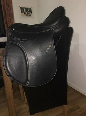 16 Inch Black Kincade GP Saddle Changeable Gullet