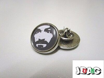 Pin's Pins Badge Charles Manson - Helter Skelter - Finition Argentee