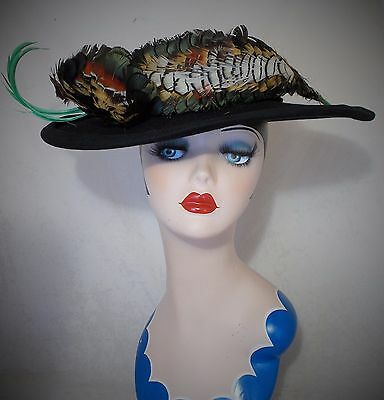 FABULOUS FRENCH VINTAGE 1930s WIDE BRIM FELT HAT WITH AMAZING FEATHER DECORATION