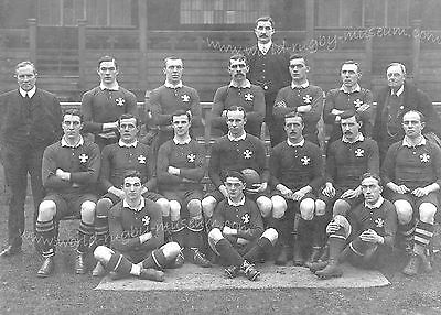 WALES 1905 RUGBY TEAM (v NEW ZEALAND) POSTCARD