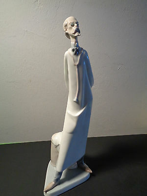 "Lladro Doctor Figurine Made in Spain (14.5 by 5 by 5"")"