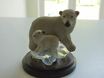Country Artists 02139  Polar Bear with Cub - In VGC - Xmas Gift, Stocking Filler