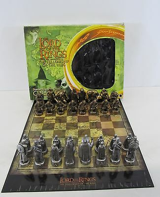 Lord Of The Rings Pewter & Bronze Effect Chess Set BOXED & COMPLETE