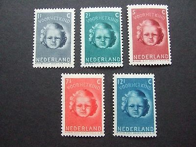 UNMOUNTED MINT NETHERLANDS SET of STAMPS on STOCKCARD - POST FREE