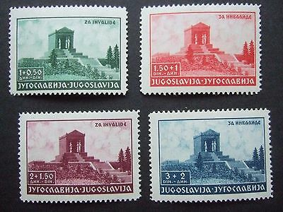 UNMOUNTED MINT YUGOSLAVIA SET of STAMPS on STOCKCARD - POST FREE