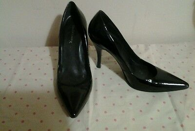 Ladies black patent court shoes size 7