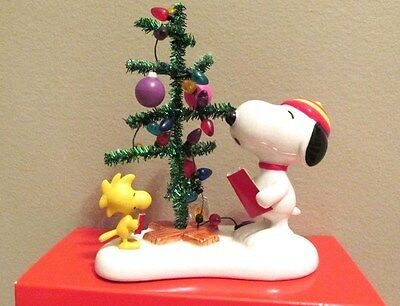 Snoopy Christmas Figurine Peanuts Charlie Brown Dept 56 Singing Christmas Carols