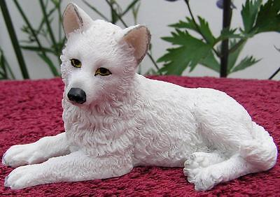 Nemesis Now WILLOW HALL WHITE WINTER WOLF PUP SCULPTURE Dog Puppy Cub