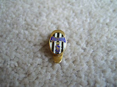 Juventus FC of Italy gold coloured metal badge / lapel pin