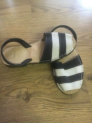 S'Arvarca Blue And White Girl Sandals (Spanish 7) Approx UK Size 3-4
