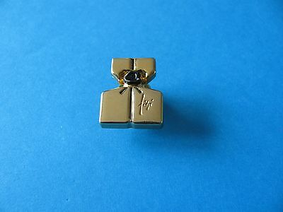 "Vintage Perfume Pin Badge ""FIDJI "" Guy Laroche. VGC"