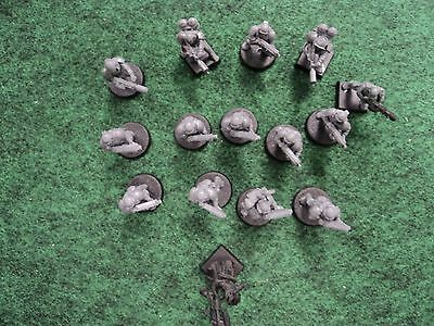 Warhammer 40K 40,000 Converted Imperial Guardsmen and 1 Converted Priest, Used