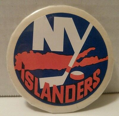 NEW YORK ISLANDERS PIN BACK BUTTON hockey NHL collectible VINTAGE