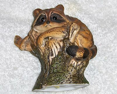 Vtg Enesco Imports Raccoon Figurine Folk Art Raccoon Climbing Tree Branch #E9025