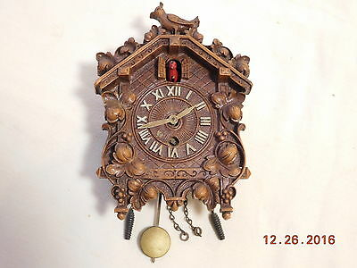 Vintage Lux Animated Red Bobbing Bird Facing Left Cuckoo Style Pendulette Clock