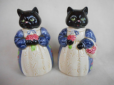 A  Pair Of Black Cat Salt & Pepper Pots ~ In Beautiful Condition  ~ So  Kitsch !