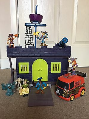 Scooby-Doo and The Pirate Fort Playset With 7 Figures