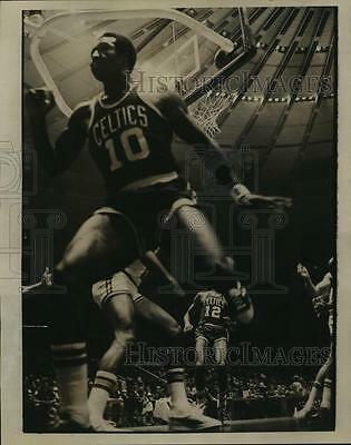 1972 Press Photo Jo Jo White Goes Up & In for 2-Pointer During First Period