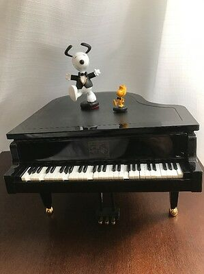 Peanuts Musical Animated Dancing Snoopy Woodstock Piano 50th Anniversary