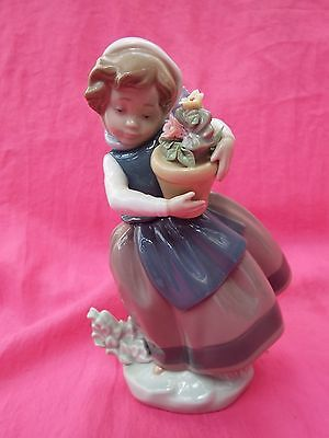 LLADRO  Figurine  Girl with Plant Pot Of Flowers SPRING IS HERE 5223