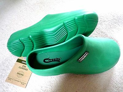 NEW Town & Country green lightweight CLOGGIES--Size 6 adult.