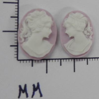 70277    Cameo - Vict. Lady Facing L & R Sets  Lilac/wht Oval 18x13 - by dz SALE