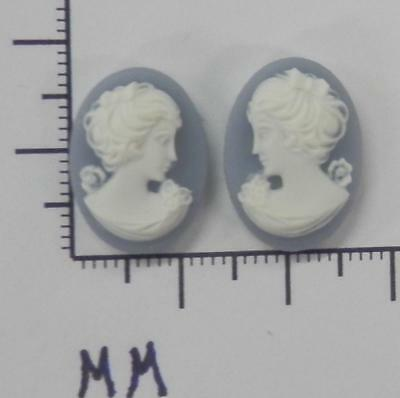 70273      Cameo - Vict. Lady Facing L & R Sets  Bl/wht Oval 18x13  - by dz SALE