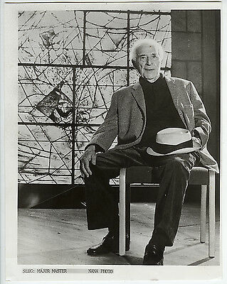 VINTAGE 1975 Marc Chagall Portrait in Front of His Stained Glass Press Photo