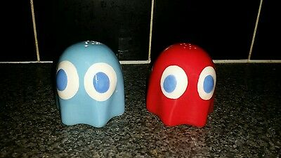 Pac-man salt and pepper shakers/pots