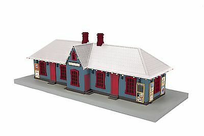 MTH 30-90525, Country Passenger Station w/Operating Christmas Lights, North Pole