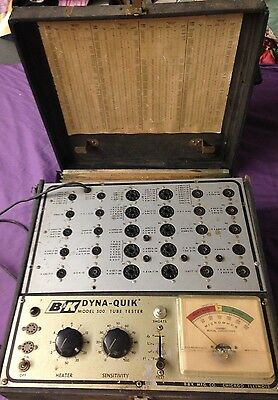 vintage B&K DYNA-QUIK MODEL 500 TUBE TESTER w/CARRY CASE b & k *POWERS ON**AS-IS