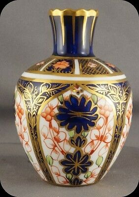 circa 1910 Royal Crown Derby Old Imari 1128 Miniature Vase