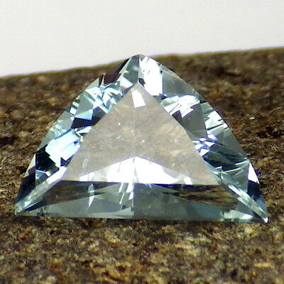 UNTREATED BLUE TOPAZ-NAMIBIA 2.47Ct CLARITY P1-LIGHT PASTEL BLUE-COLLECTOR GRADE
