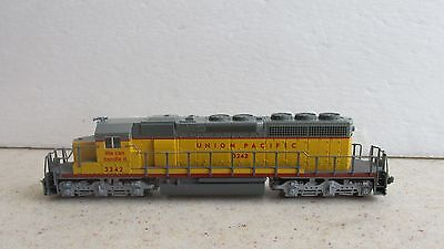 * Kato ~ Union Pacific  Sd40-2 Powered Locomotive # 3242 ~ N Scale