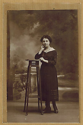 Carte Photo card RPPC jeune femme en robe bt083