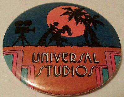 UNIVERSAL STUDIOS Pin Back BUTTON 1984 movie camera PALM TREES dancing