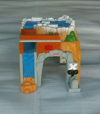 Fisher Price GeoTrax ROCKY FALLS TUNNEL Train Track Accessory With Sounds 2005
