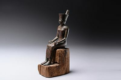 Ancient Egyptian bronze figure of the goddess Neith - 600 BC
