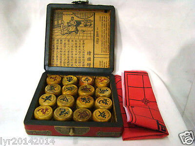Classic famous 32 Pieces Chess A set of leather and wooden Box Chests