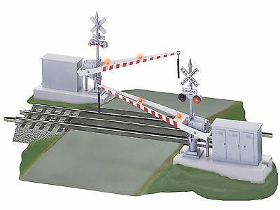 Lionel 6-12062 FasTrack Grade Crossing with Gates and Flashers MIB / New