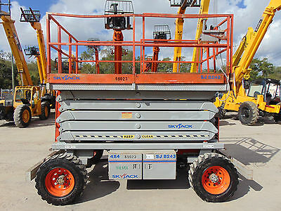 2007 Diesel 4X4 Scissor Lift - 49 Ft Working Height - Self Propelled -
