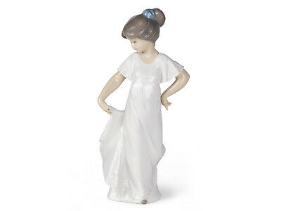 Nao By Lladro How Pretty Brand New In Box #1110 Girl White Dress Posing Dancing