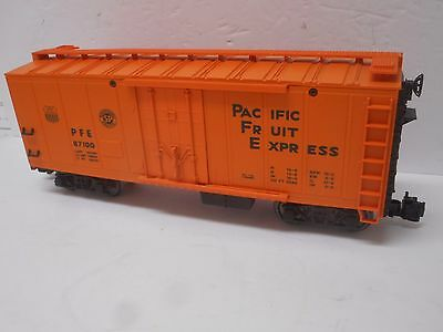 Lionel 8-87100 Southen Pacific PFE Refrigerator Car  G scale Metal Wheels