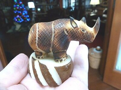 (TNE-RHI-174D) RHINO Rhinoceros TAGUA NUT Figurine carving Vegetable love rhinos