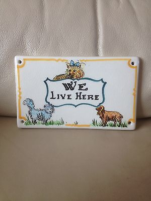 Vintage Rare Toni Raymond Dogs We Live Here Pottery Door/wall Plaque/sign